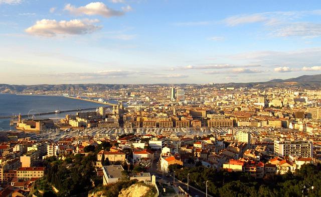 Quel type d'hébergement choisir pour votre séjour à Marseille : un hôtel ou une maison d'hôte ?
